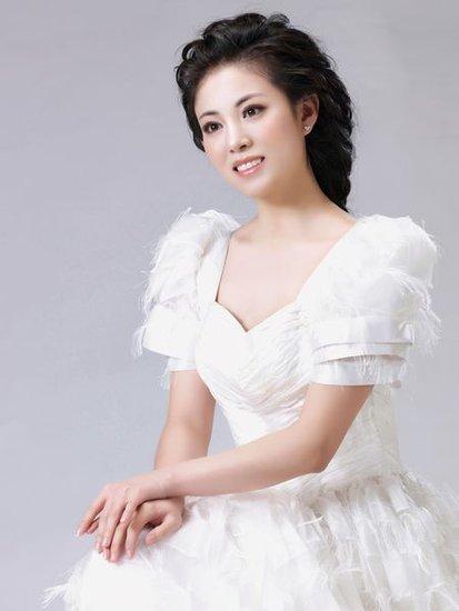 阎肃的儿媳妇刘莉娜 温馨演绎《新年总是美好的》